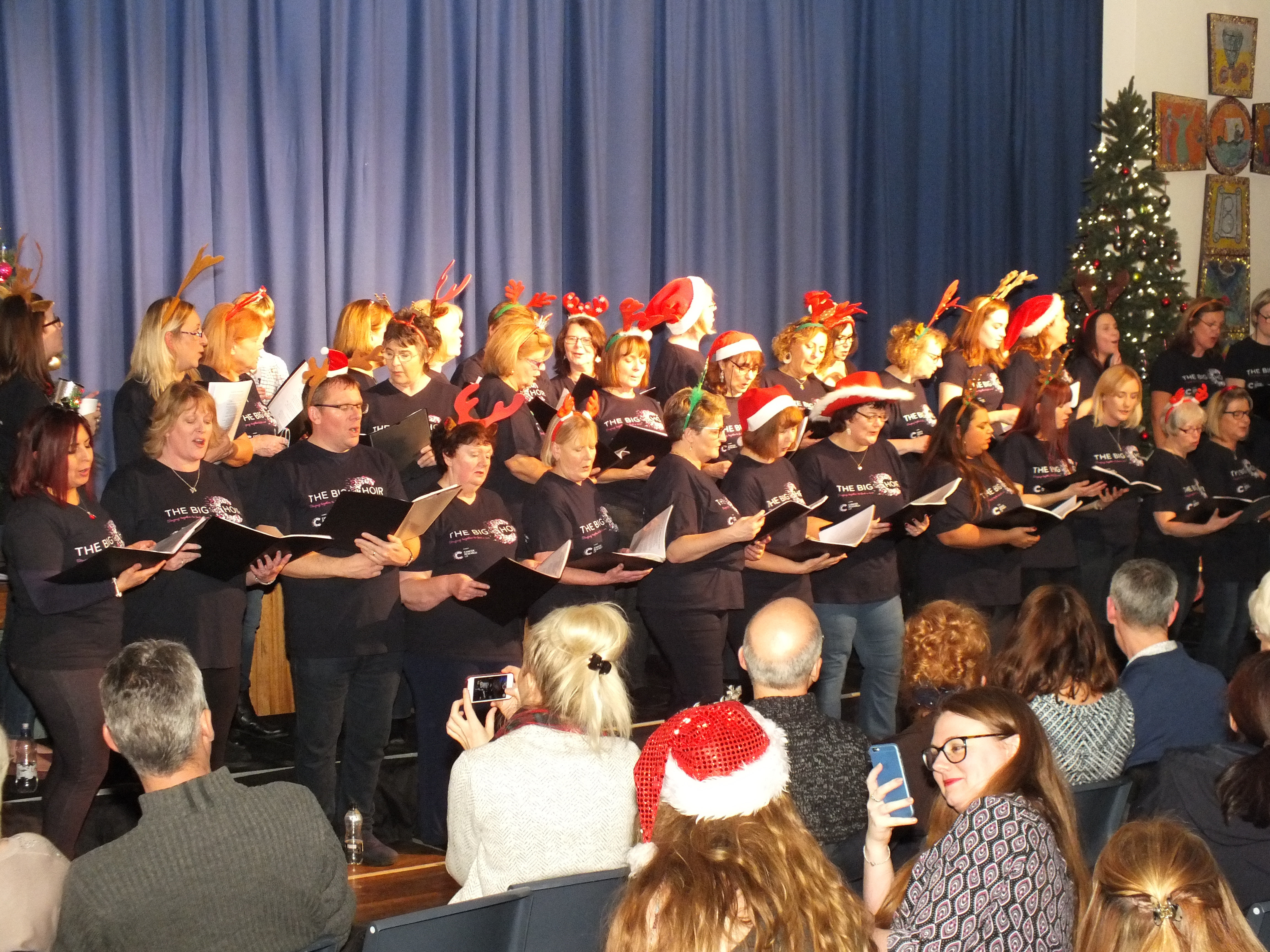 THE BIG CHOIR CHRISTMAS PERFORMANCE